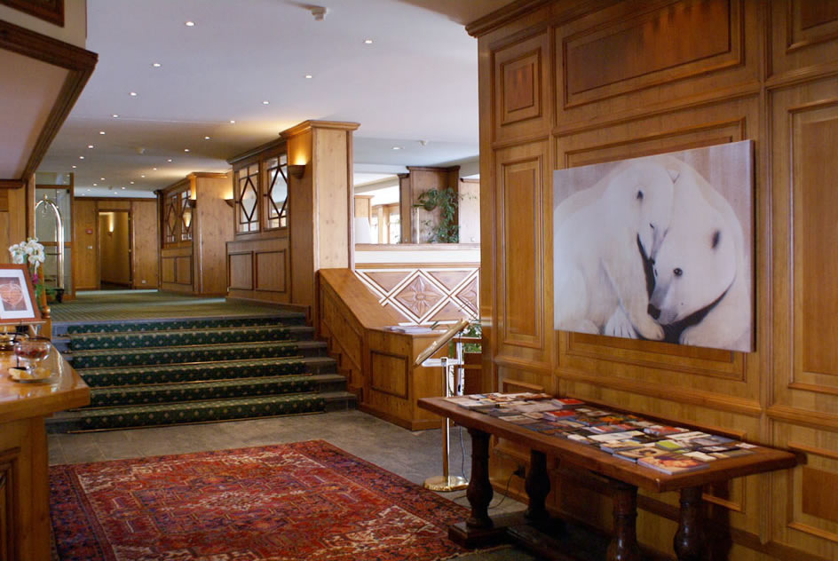 HOTEL-ROYAL-CRANS-MONTANA-2 divers Thierry Bisch painter animals painting art decoration hotel design interior luxury nature biodiversity conservation