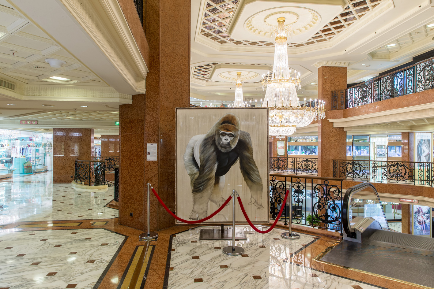 CENTRE METROPOLE MONACO gorilla-ape-silverback-threatened-endangered-extinction Animal painting by Thierry Bisch pets wildlife artist painter canvas art decoration