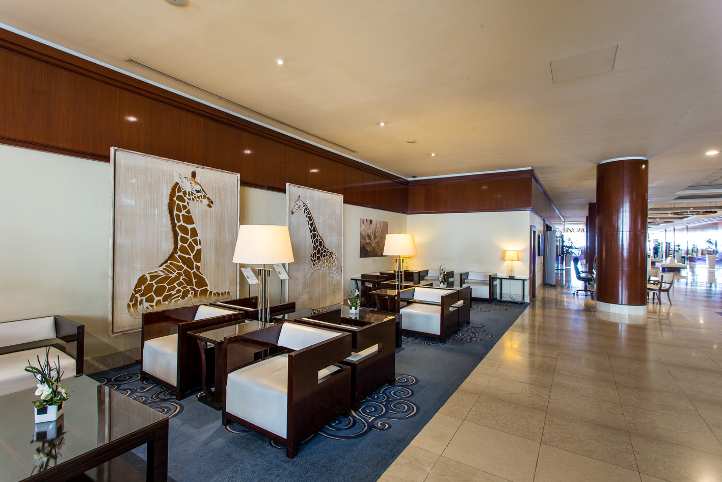 HOTEL FAIRMONT MONACO animal-painting-giraffe-rothschid-threatened-endangered-extinction Animal painting by Thierry Bisch pets wildlife artist painter canvas art decoration