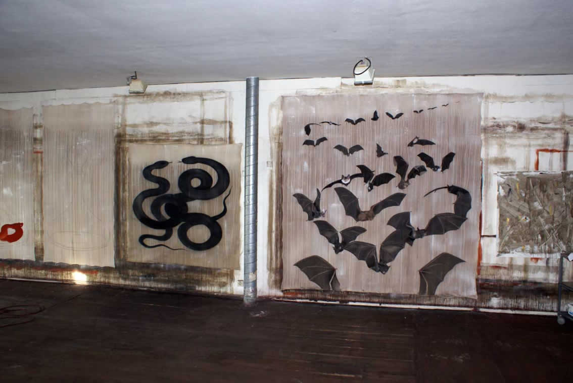 Atelier bats bat-flight-of-bats-black-snakes Thierry Bisch painter animals painting art decoration hotel design interior luxury nature biodiversity conservation