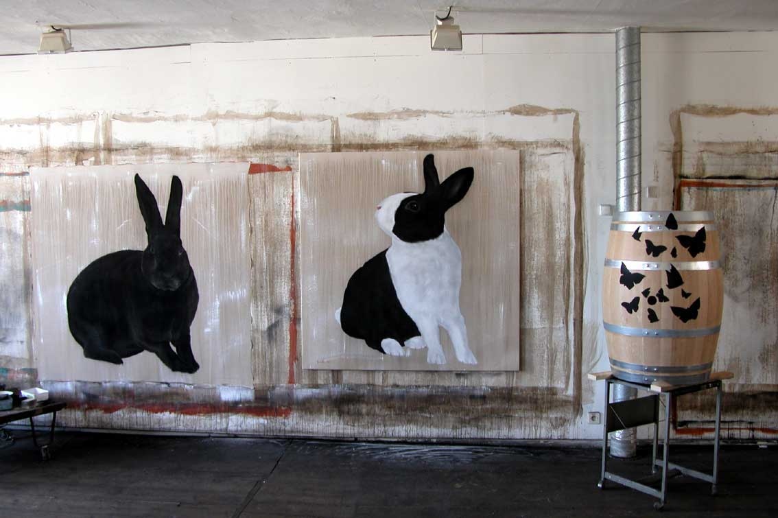 Lapins et tonneau rabbit Thierry Bisch painter animals painting art decoration hotel design interior luxury nature biodiversity conservation