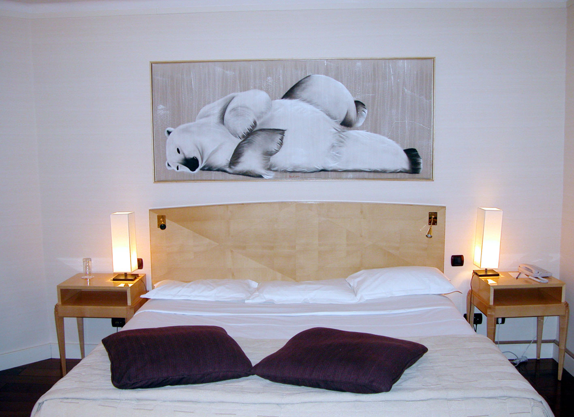 Suite Polaire HOTEL LUTETIA PARIS hotel-lutetia-paris-france-luxury-french- Animal painting by Thierry Bisch pets wildlife artist painter canvas art decoration