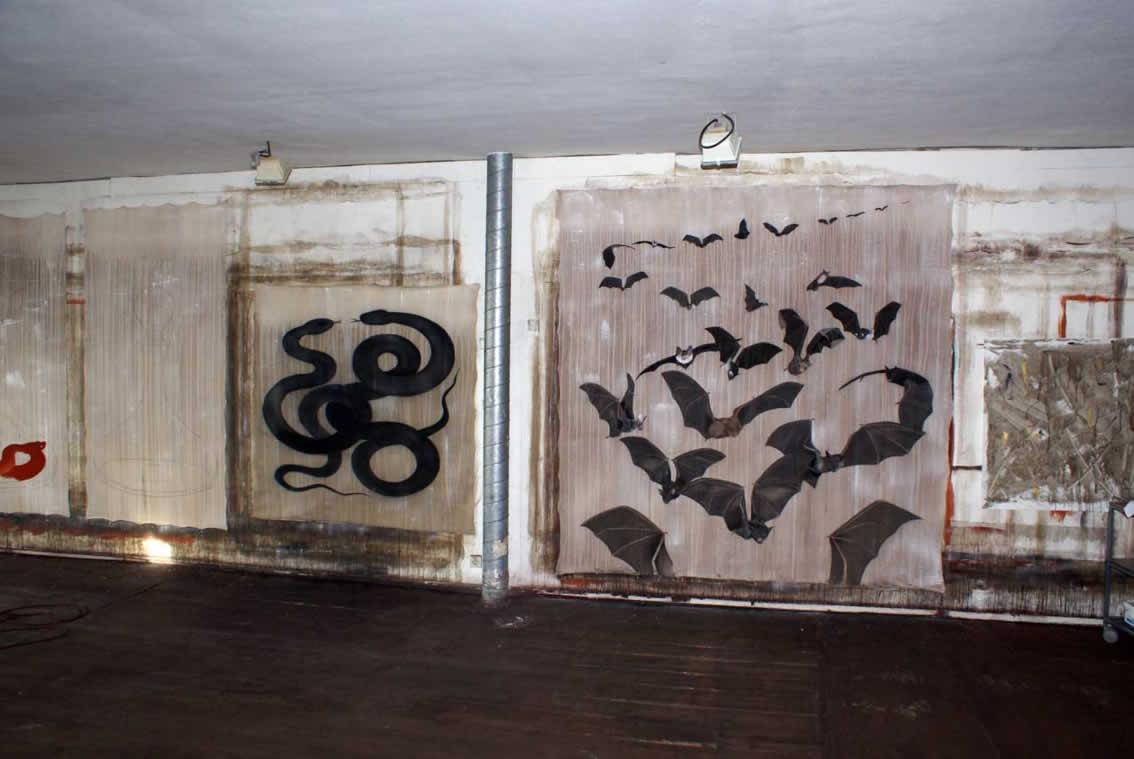 Atelier bats chauve souris envol de chauves serpents noirs - Atelier artiste peintre ...